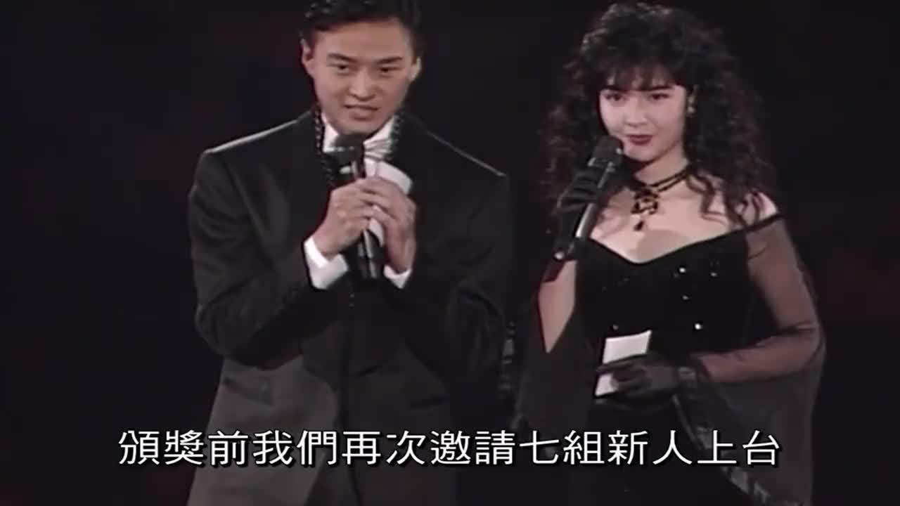 当年李连杰为郑秀文等新人歌手颁奖!杰哥举止庄重,一身正气!