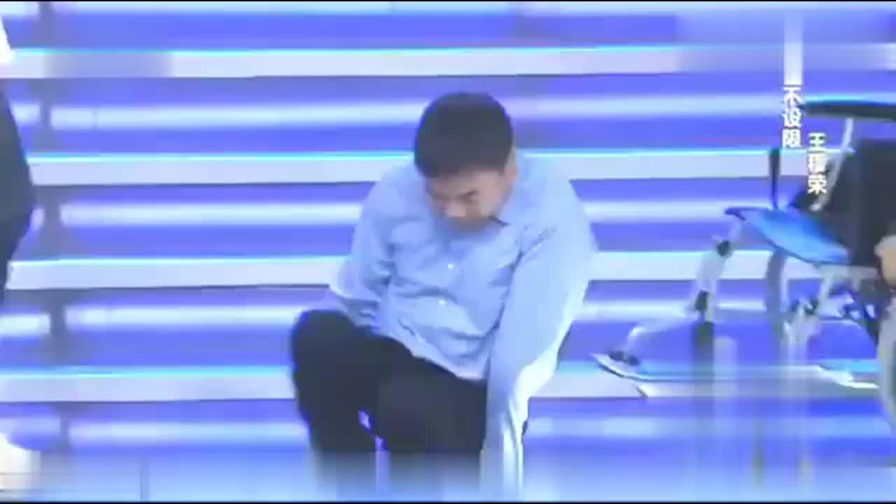 非你莫属:博士在轮椅上的现场演讲,令众多人为之动容