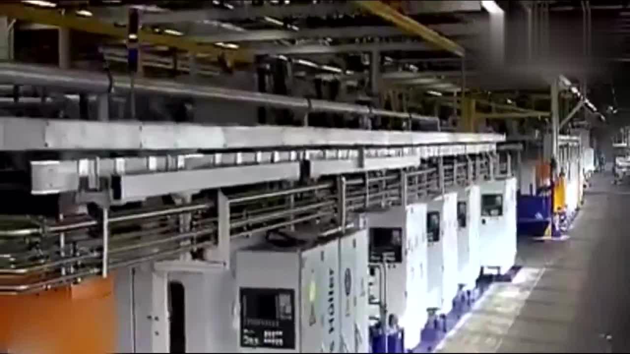揭秘荷兰DAF工厂组装卡车全过程,高度自动化车间整洁!