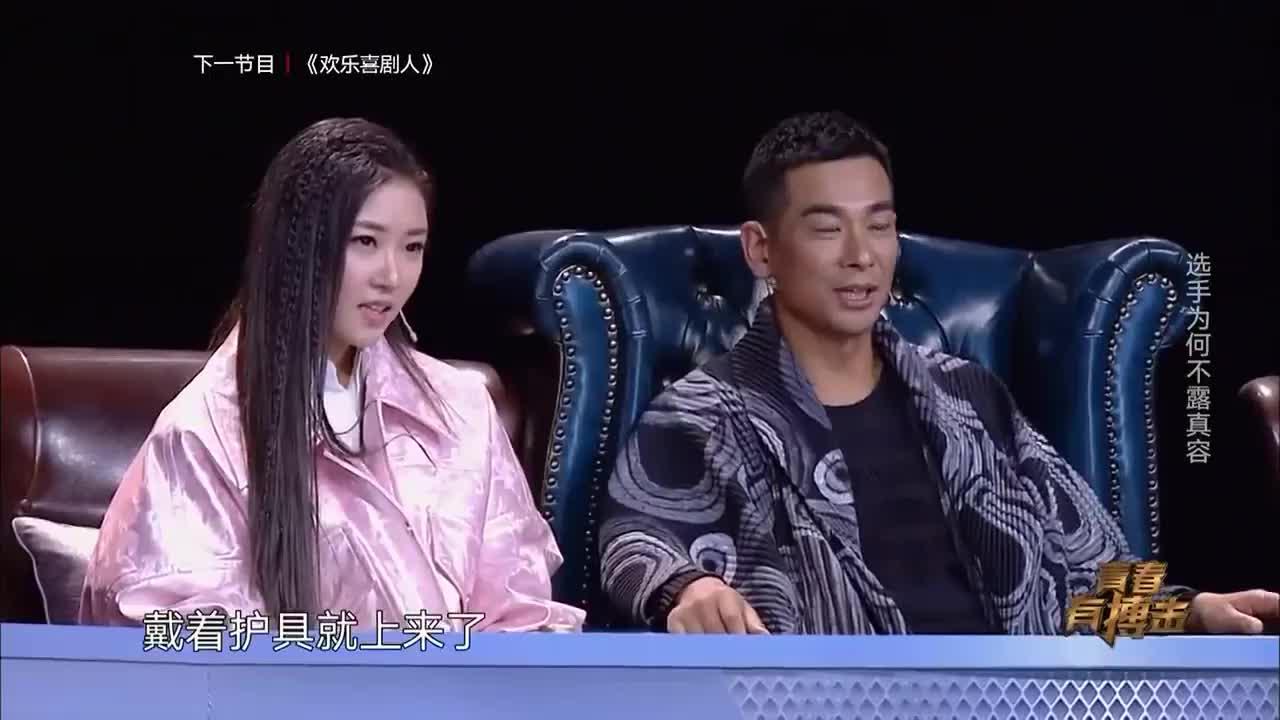 成龙唯一女弟子上台挑战拳王,被赵文卓一眼认出,观众惊讶!