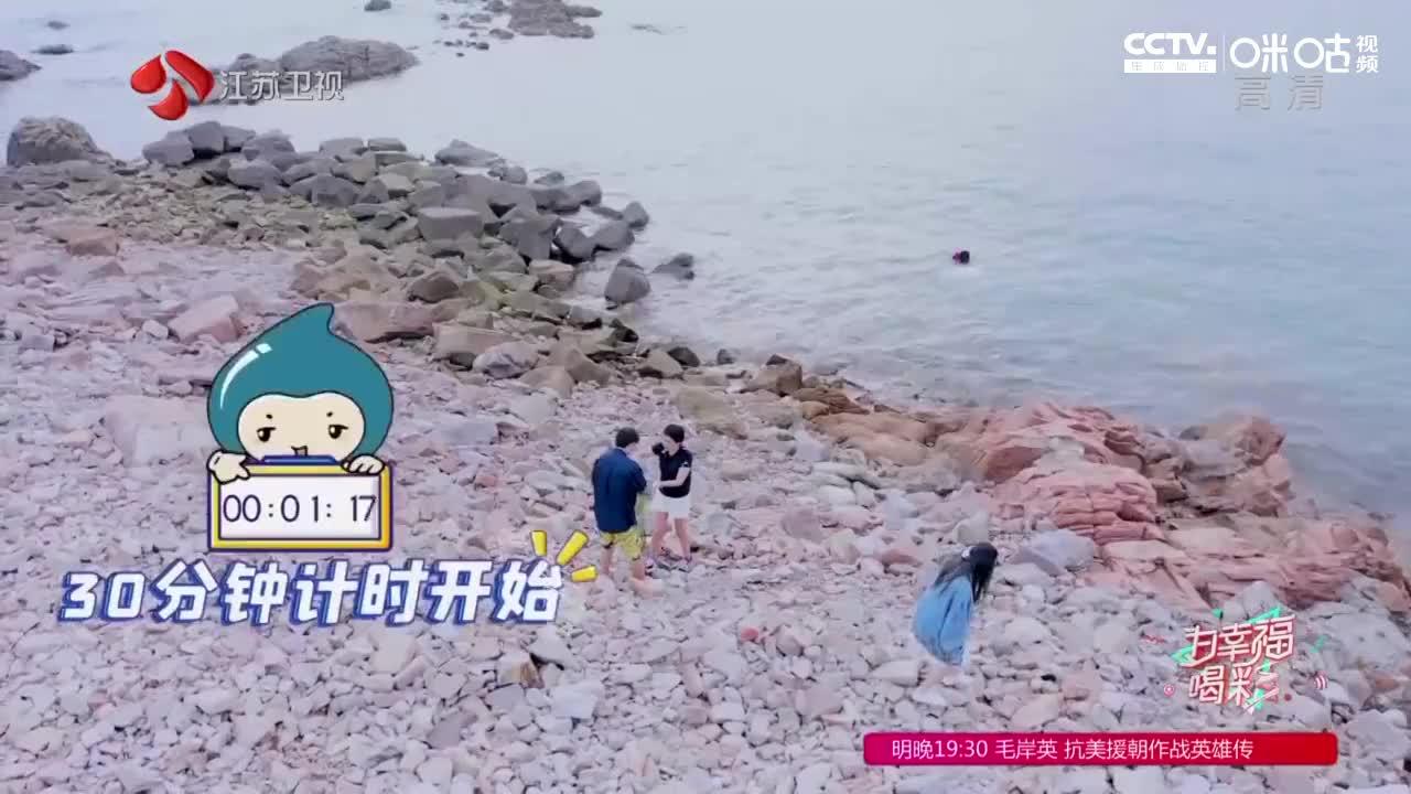 """""""捡垃圾""""进行时!秦奋和紫宁尽自己最大的努力带走海洋垃圾"""