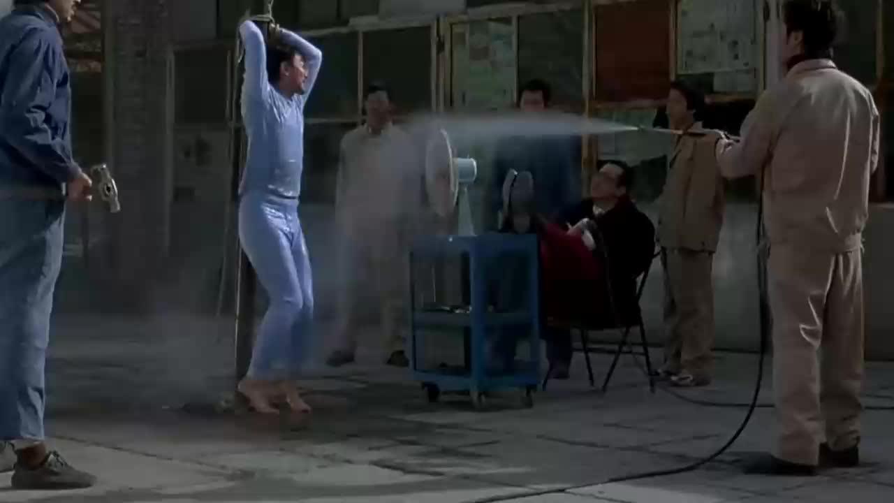 影视:范伟大叔实力演技派,去洗浴中心,没想到开个门都这么搞笑