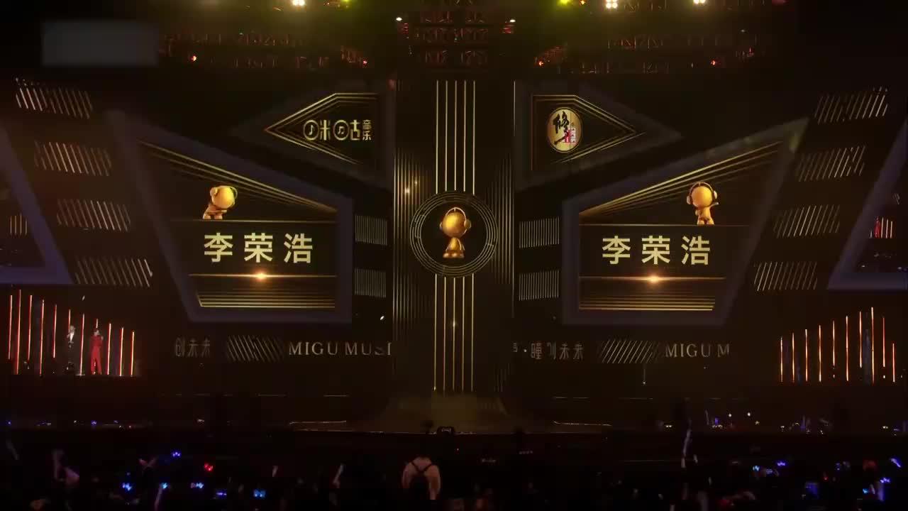 李荣浩曾被多人不认同,如今站在领奖台上,我只能说努力就有回报