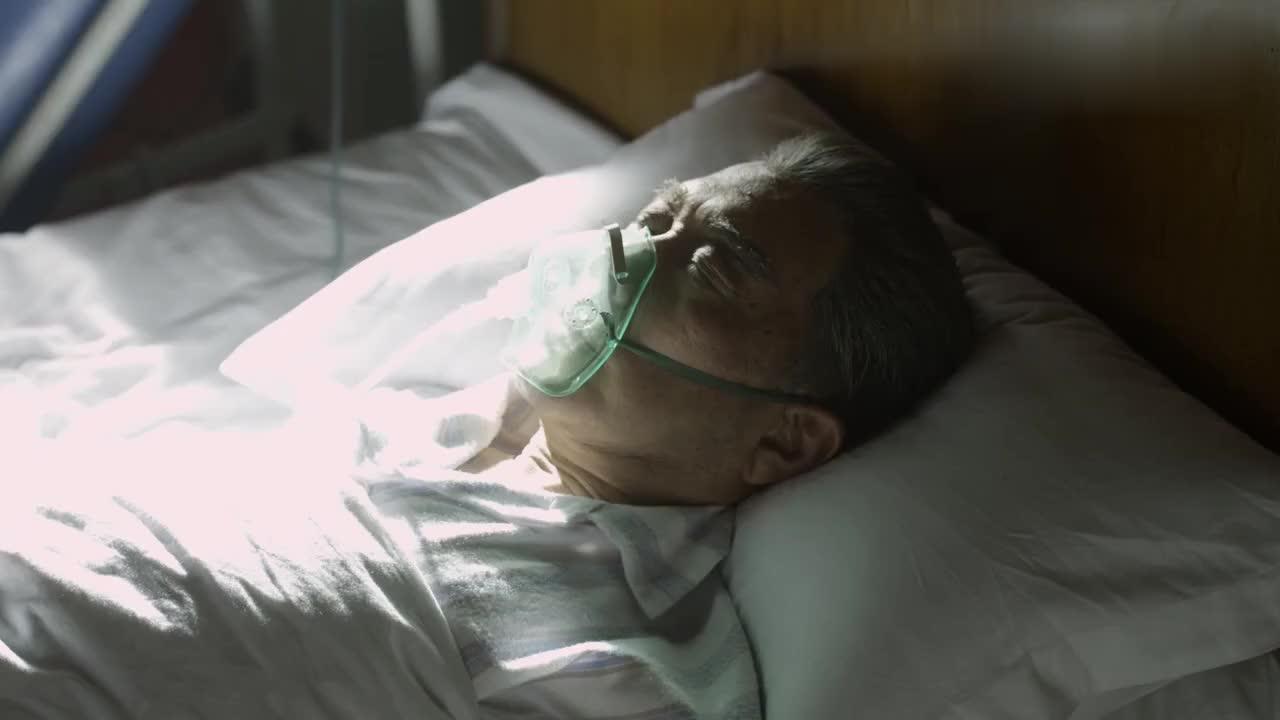海棠依旧:聂帅看望病重周总理,想起他们的理想,眼泪不自觉出来