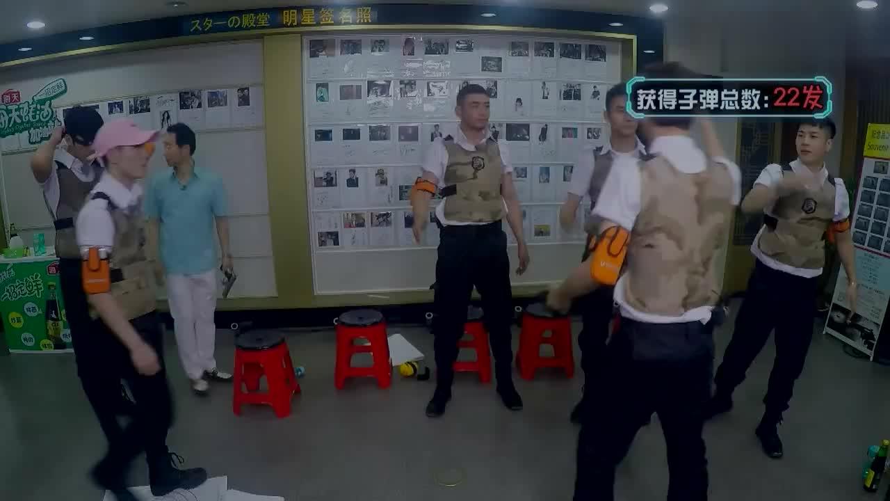 """王嘉尔教学""""戴博舞"""" 老干部王凯全程懵"""