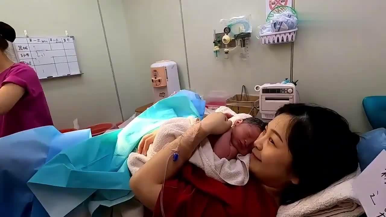产房直击孕妇艰难的自然分娩生子经历,向全天下伟大的母亲致敬!