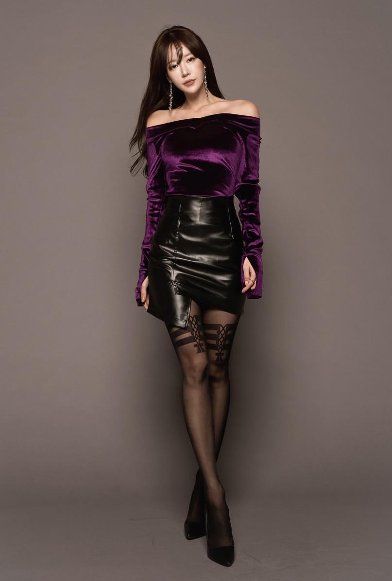 皮裙黑丝高跟鞋,御姐范十足