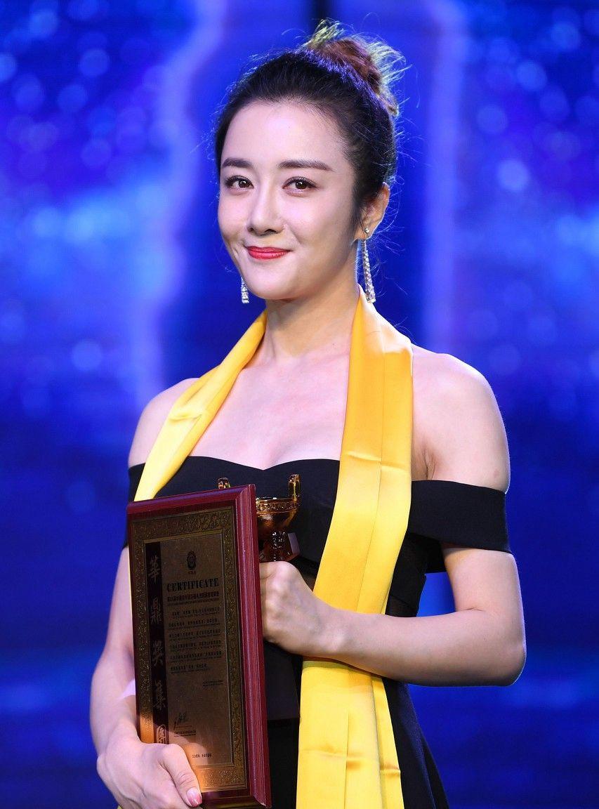 李依晓,1983年生于辽宁,毕业于中国戏曲学院,曾获第24届华鼎奖