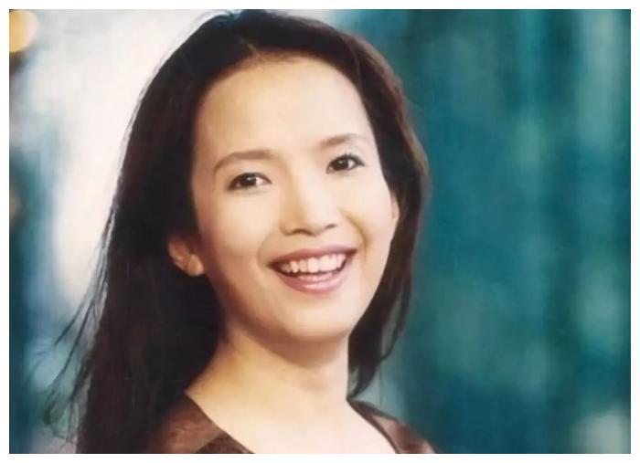 60岁吕丽萍太不幸,一婚遭抛弃,二婚丈夫去世,三婚再遇难题!