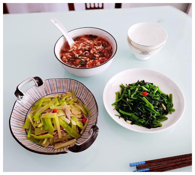 20分钟做了2菜1汤,多素少荤食材不少,吃出大柴锅的烟火气息味足