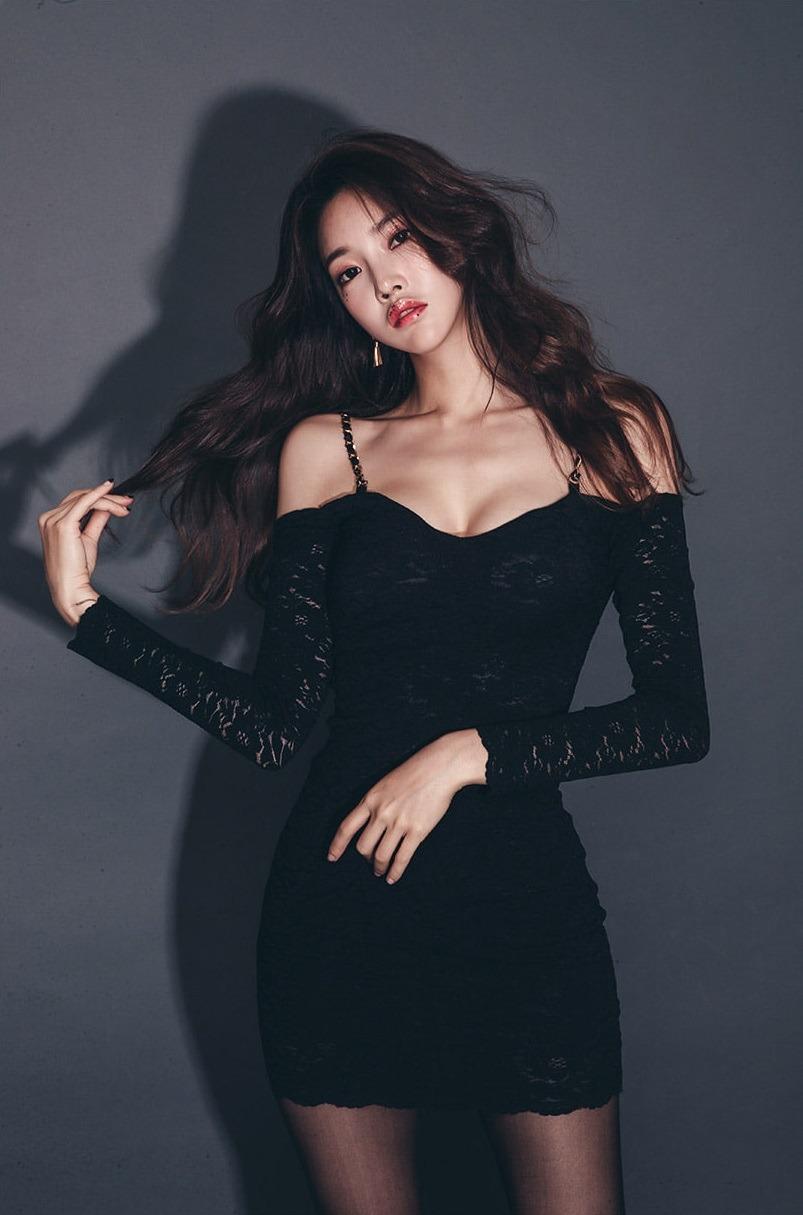 黑色蕾丝吊带包臀裙,高贵典雅