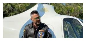 混血男星王敏德近照胡子花白,年过半百当飞行员,曾是警察专业户