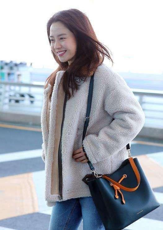 """林允儿的时尚穿搭:这个韩国女孩真是""""行走的衣架"""""""
