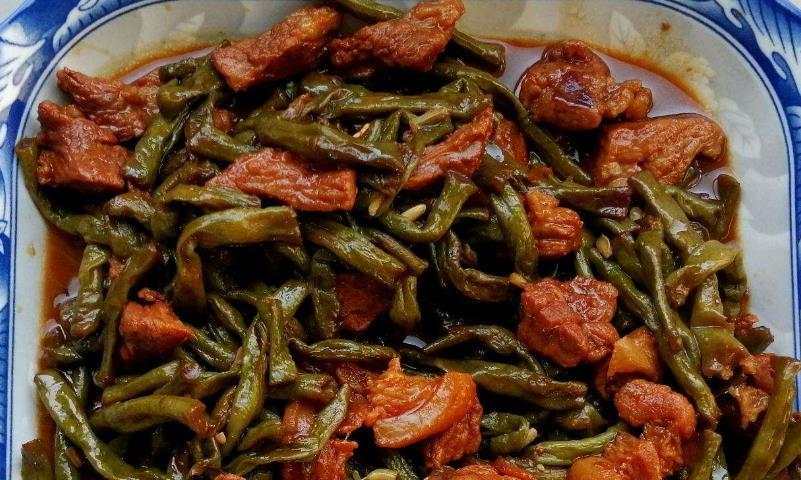 做一道长豇豆烧肉,这种很家常的味道,也有很下饭的表现