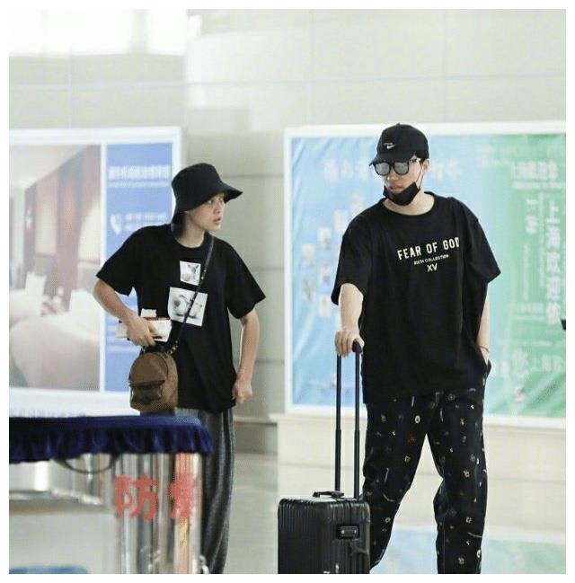 刘翔与娇妻吴莎机场秀恩爱,身材如同超级名模,身高也不输葛天