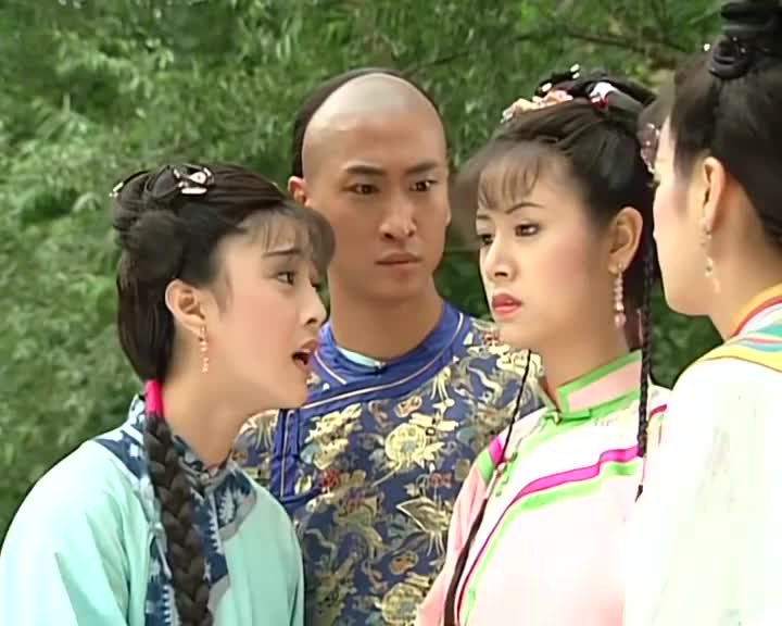 小燕子跑去找令妃,指名要这两个宫女,她听后竟说要考虑下!