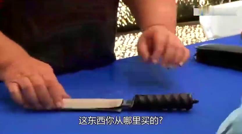 让人一见钟情的美丽刀刃,布满了特殊木纹的鲍伊刀,原是名家手作