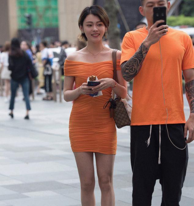 偏爱修身短裙,选择它让自己尽享清爽感觉,秀出优雅靓丽的气质