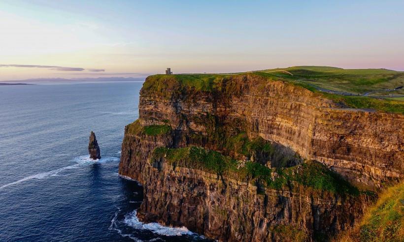 《英国北爱尔兰莫赫陡崖自然风景》丧门神-协助拍摄