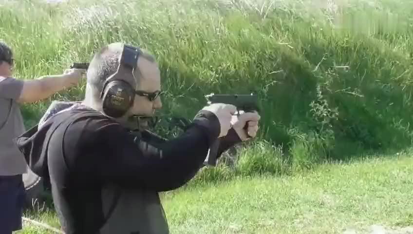 格洛克18全自动手枪+枪托,火力堪比冲锋枪!