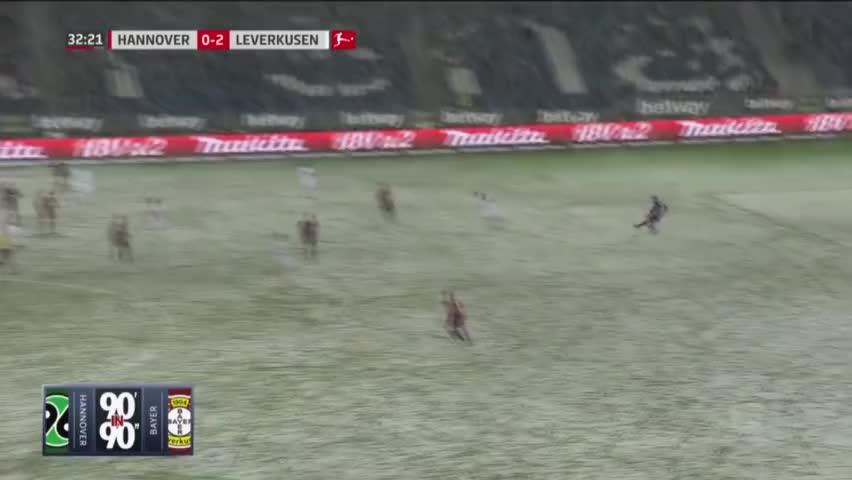 太背!大雪拒绝日本国脚好球 皮球正好停在球门线上