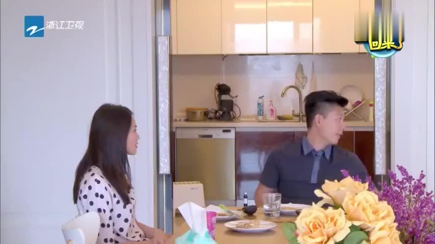 奥莉现体操天赋 李安琪又调皮了 开启母女俩早饭运动 玩起..