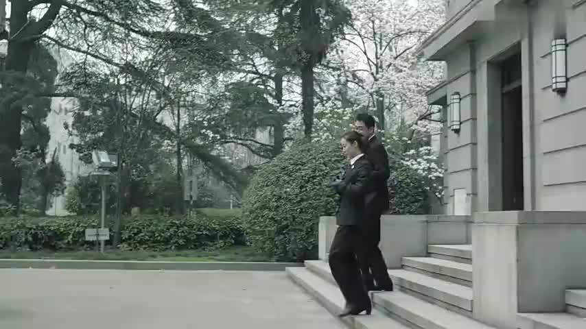 祁同伟这下可就出名了,正事不干,跑到陈岩石敬老院的小花园挖地