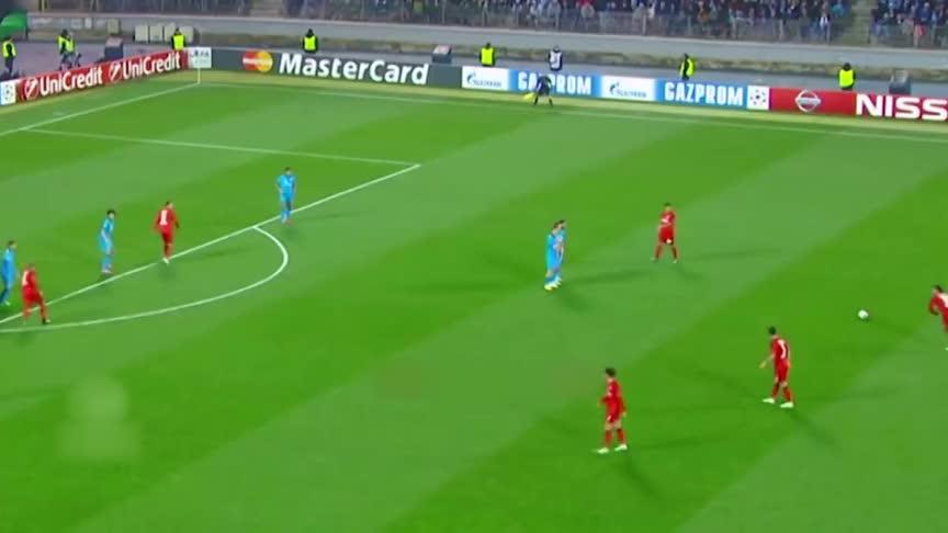 极具创造性!足球中经典的任意球战术 犹如戏耍对方防守球员