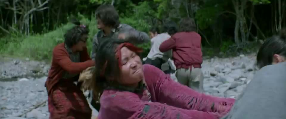王迅男扮女装,红衣大妈怒了,拿起锅铲追着打!