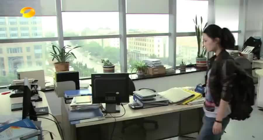 农村姑娘去大公司找工作,直接往主管位置上一坐,有问题去问总裁