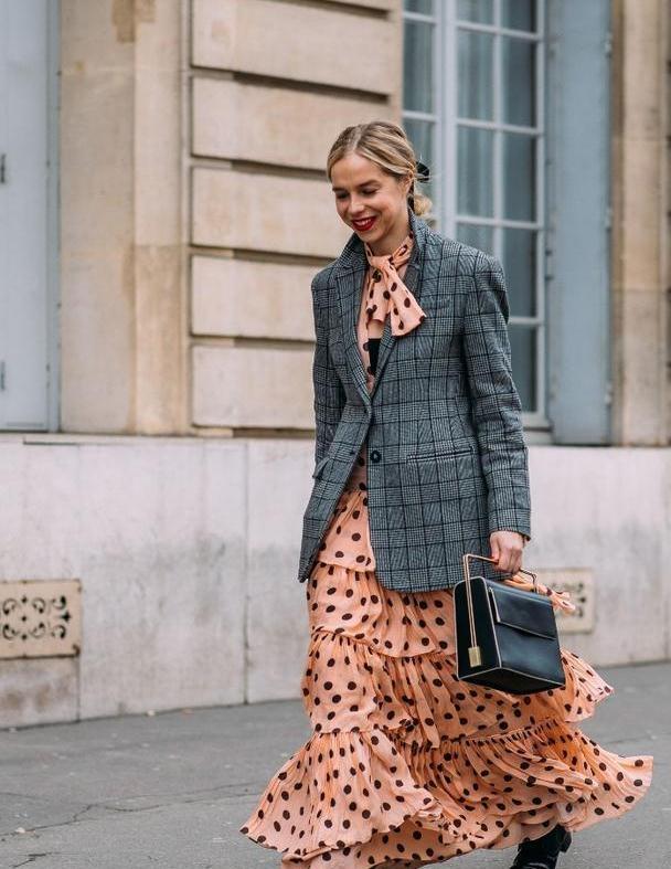 复古波点元素怎么点缀裙装?这个秋天做个优雅的时尚女孩