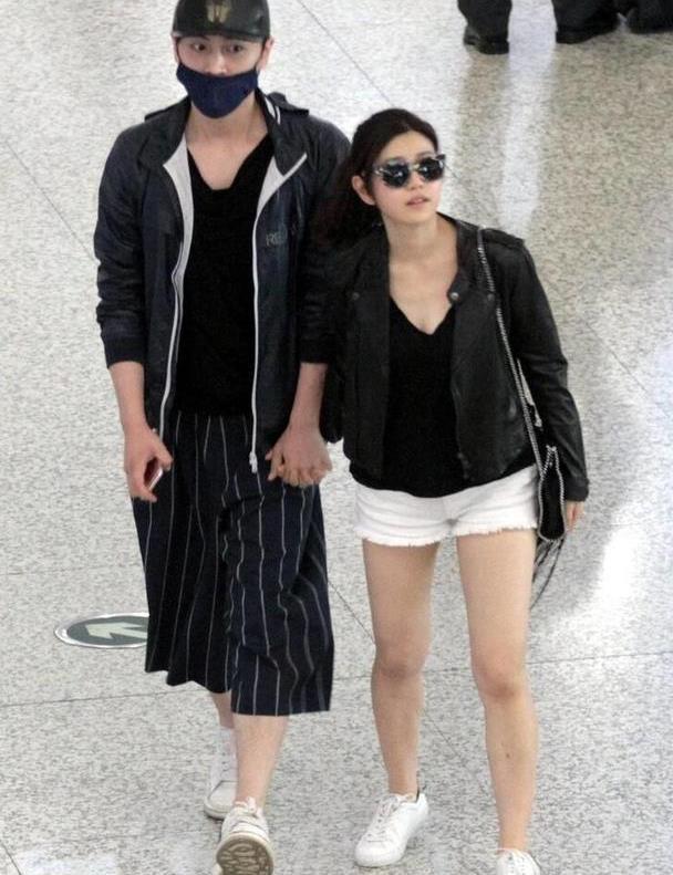 陈妍希、陈晓的颜值都好高,随便穿都很时尚,黑衣也能这么炫