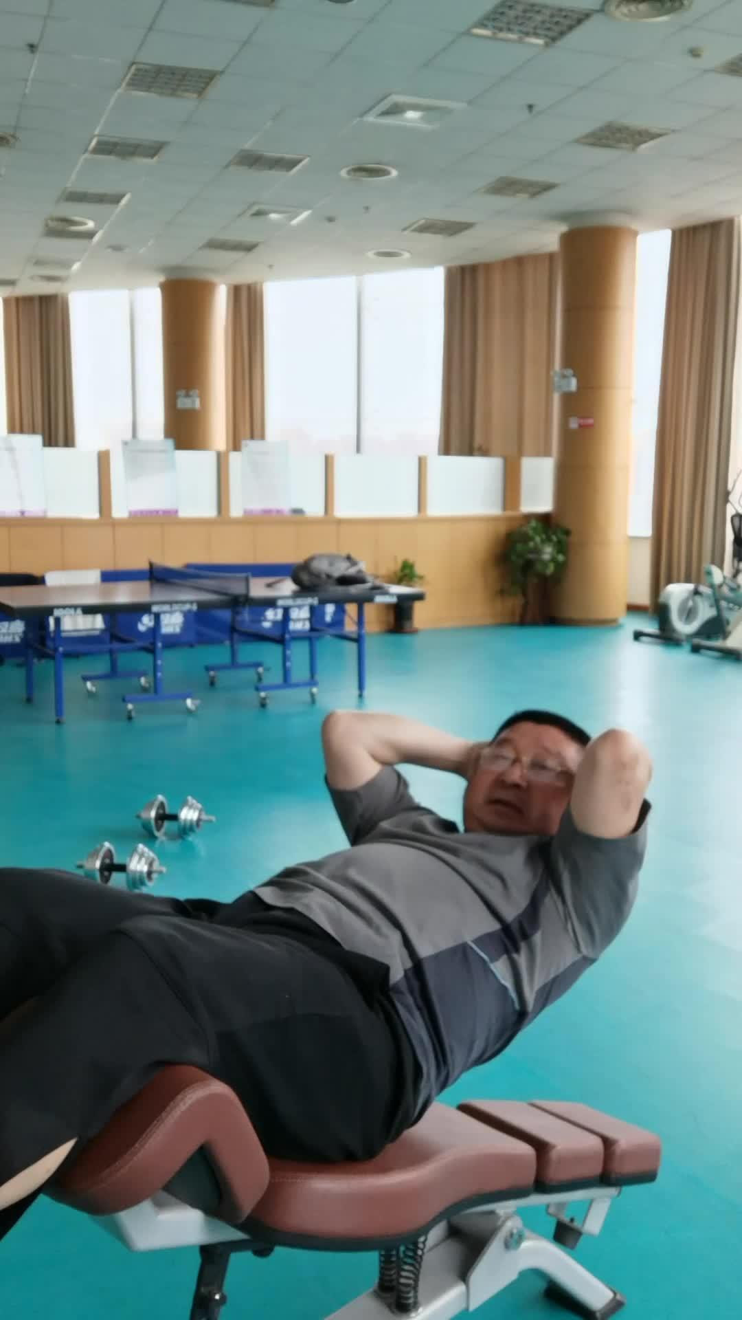 安徽合肥:市民自拍自己健身锻炼,强体质,乐悠悠!