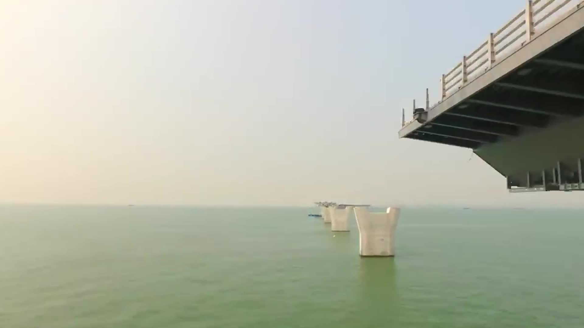 大海深度近百米,港珠澳大桥桥墩怎样建造的?看完佩服工程师智慧