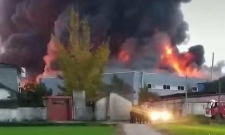 四川 广汉市蜀椒食品厂突发大火
