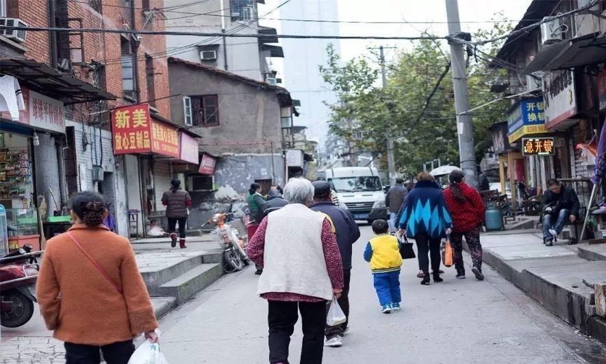 武汉本地地道的小吃街,外地游客根本找不到,长度有4000米