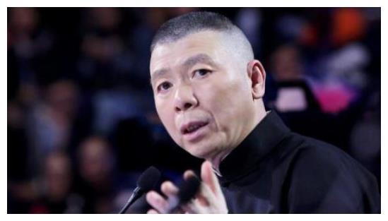 """冯小刚圈内饭局曝光,""""大佬""""面前十分清华,妻子在旁边安安静静"""