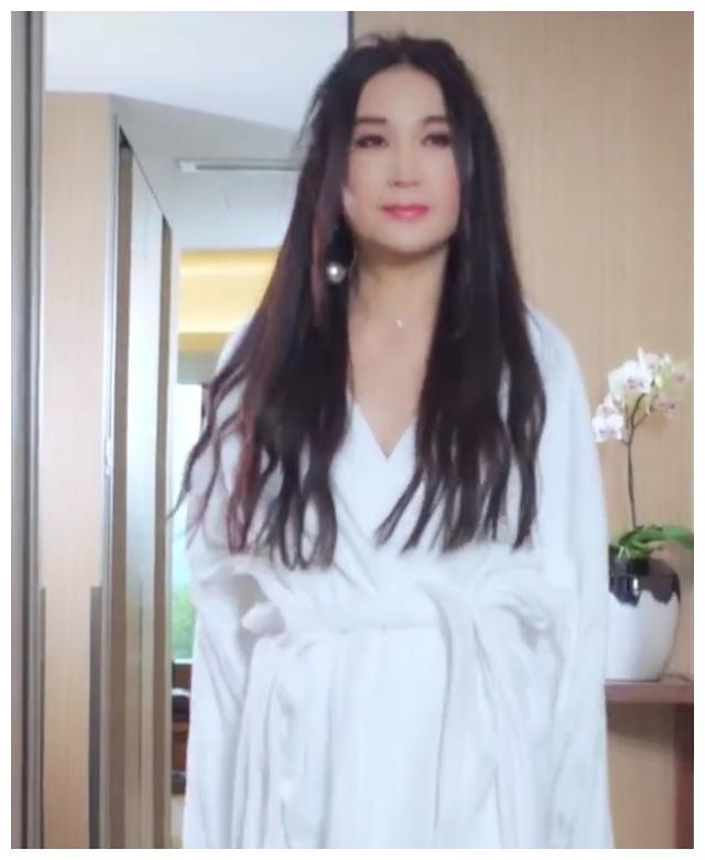 时隔19年, 54岁温碧霞再扮苏妲己, 美艳动人却被指状态不如从前