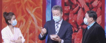 跟名家过暖冬,相声表演艺术家姜昆做客北京卫视,70岁风采依旧
