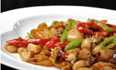 肉末烧墨鱼仔、麻婆豆腐、焦香杏鲍菇,开胃又营养