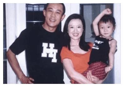 42岁的潘雨辰被侯勇抛弃,独自拍摄,抚养女儿,现在怎么了?