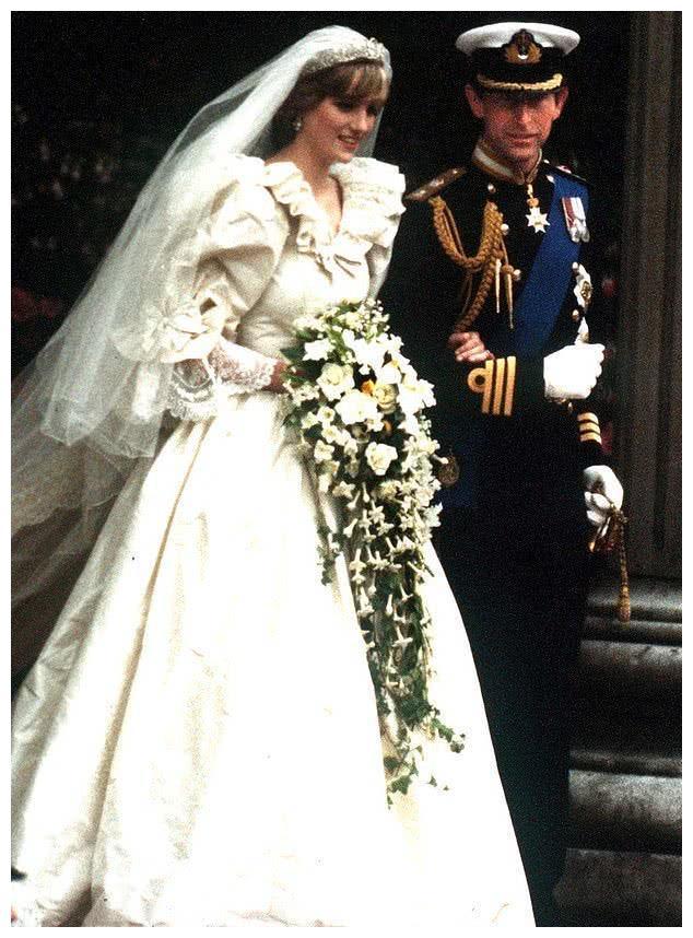 CNN纪录片:王室婚礼当日戴安娜光彩照人,新娘却只关注卡米拉