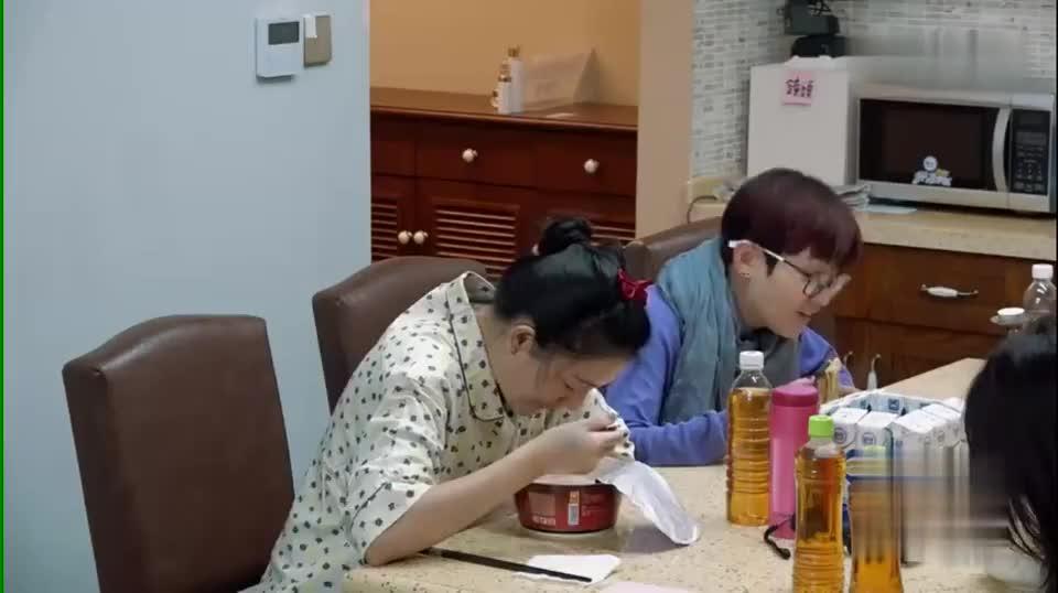 范晓萱无辣不欢,没想到大S更狠,凡是辛香料都爱,还吃的特辣!