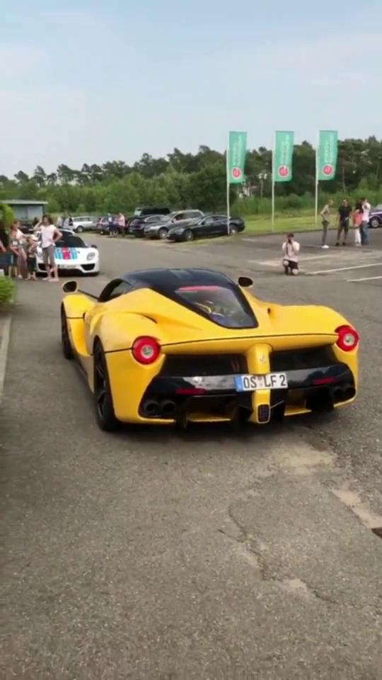 这车关门的瞬间对得起3000万的价格法拉利拉法