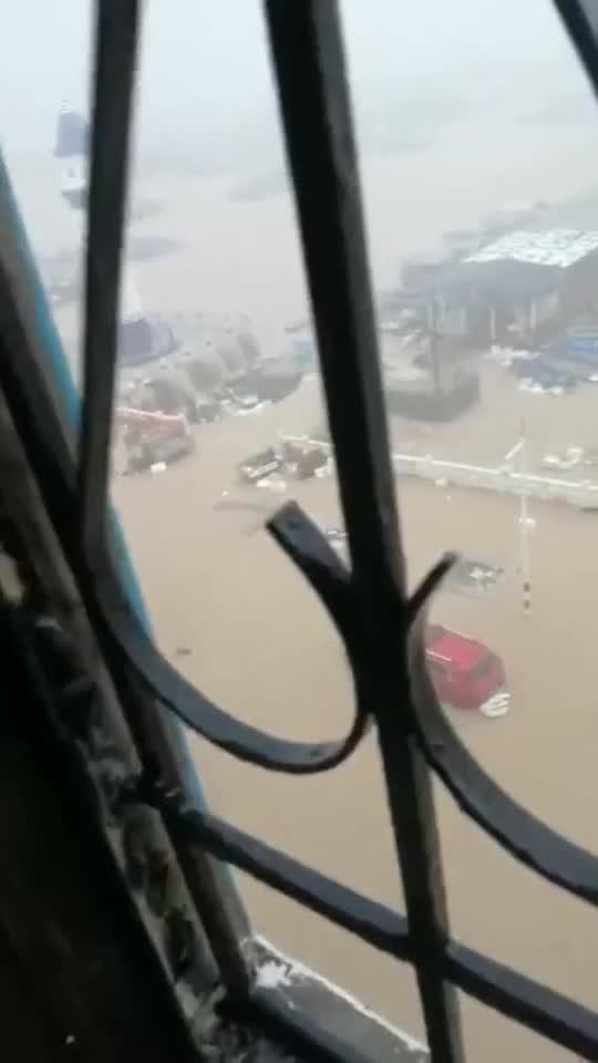 气候变化严重5月21日江门川岛大爆雨导致海水倒灌