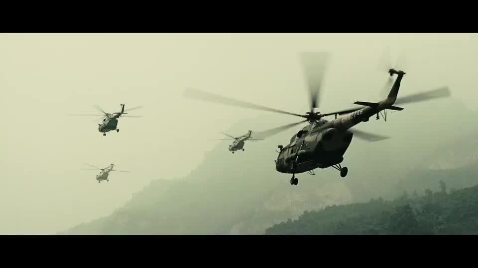解放军和五湖四海志愿者,前往汶川灾区抗震救灾,场面太震撼人心