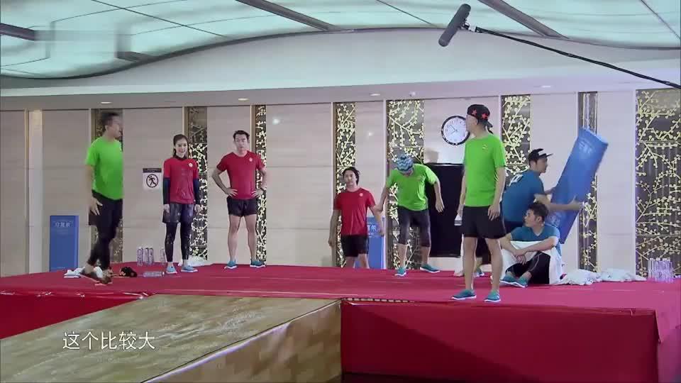 邓超花样做造型,王祖蓝却连起跑线都没找到,直接给跪了!
