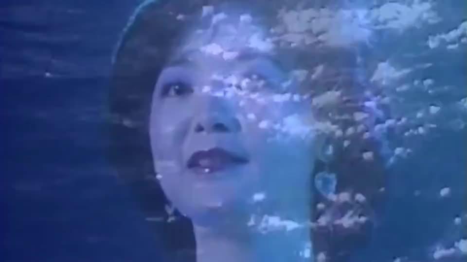 1982年邓丽君在香港伊丽莎白体育馆演唱会,现场演唱《襟裳岬》!