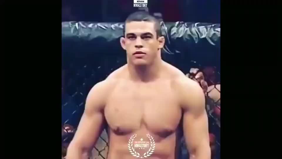 早期的UFC手套都不用戴,生死都看淡,不服咱就干