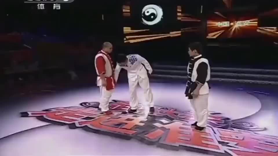 太极大师王占军擂台血虐对手,70秒内6次击倒对方,2次把对手踹飞